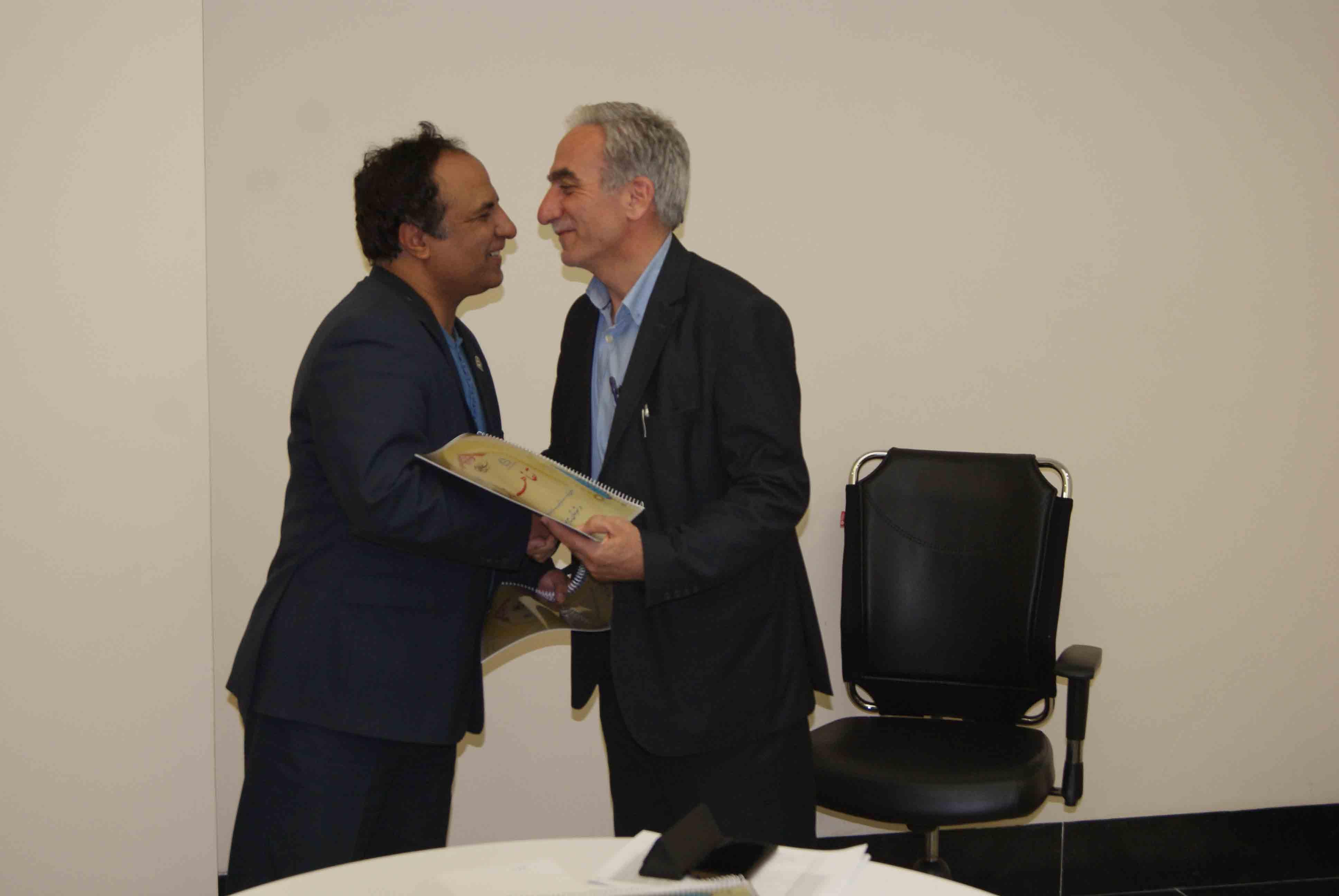 انعقاد تفاهم نامه  احداث مرکز خدمات جامع سلامت شهری در شهرستان بیرجند با کمک خیربیرجندی