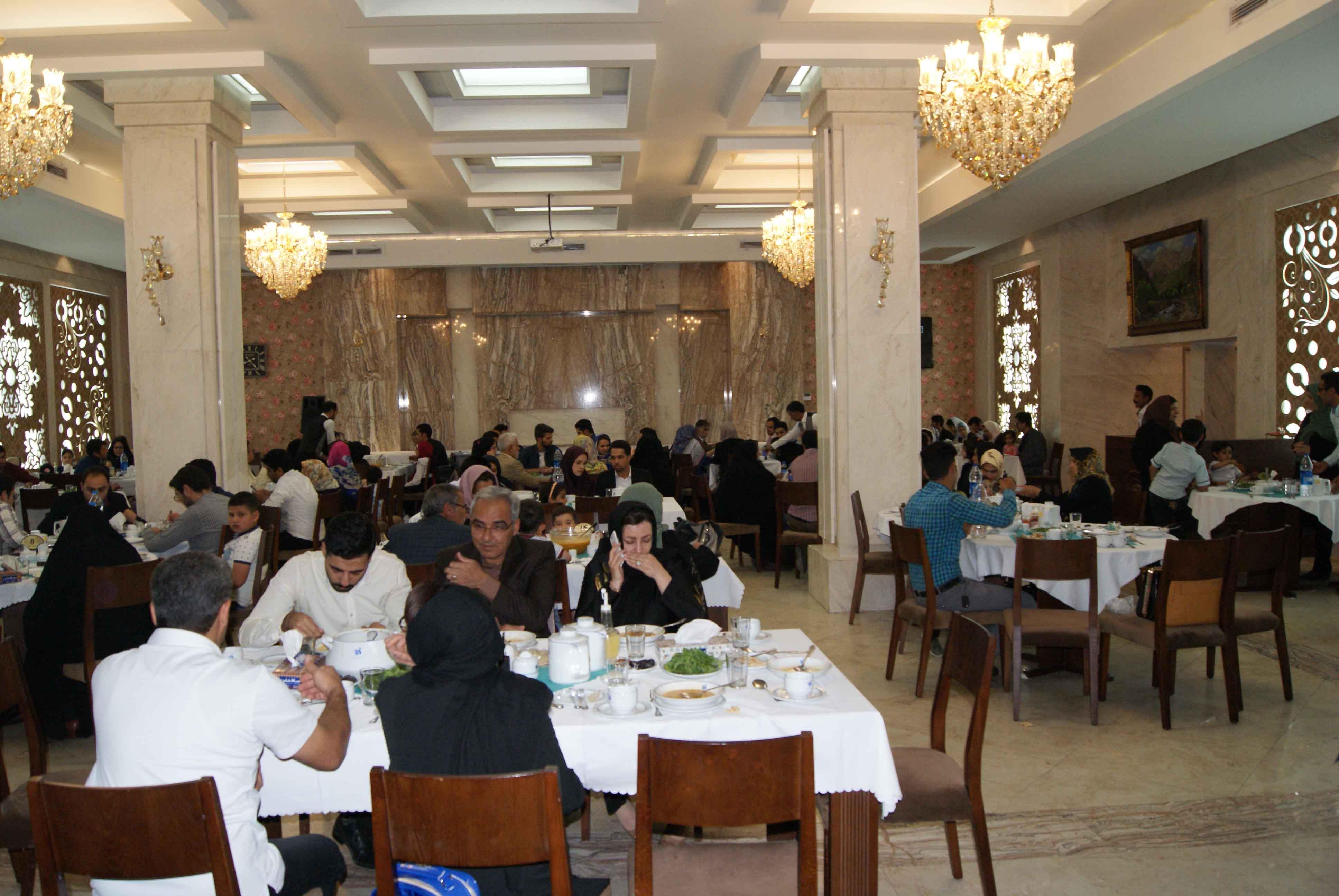 برگزاری مراسم ضیافت افطاری مجمع خیرین سلامت استان
